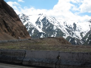Up to the pass that is the entrance to the Fergana Valley